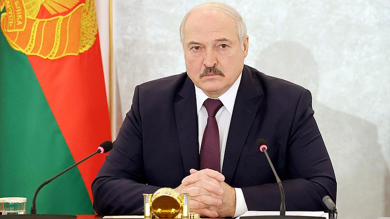 Lukasenka ellen a nép, a diktátor az oltás ellen ágál