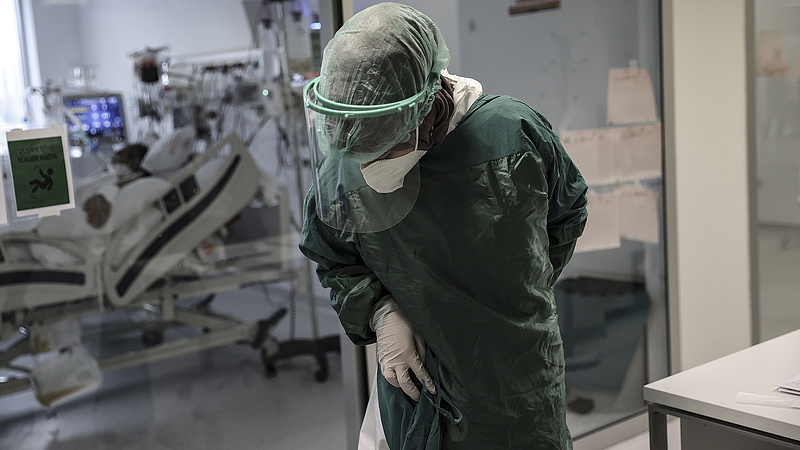 Koronavírus: nagyot csökkent az intenzíven ápoltak aránya