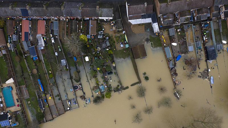 Árvíz miatt kellett evakuálni Angliában