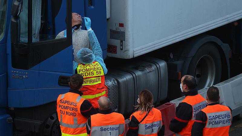 Kiszabadultak doveri fogságukból a kamionosok