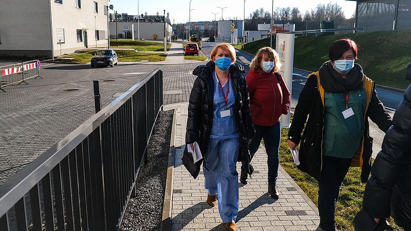 Járvány: Lengyelország hosszabbít