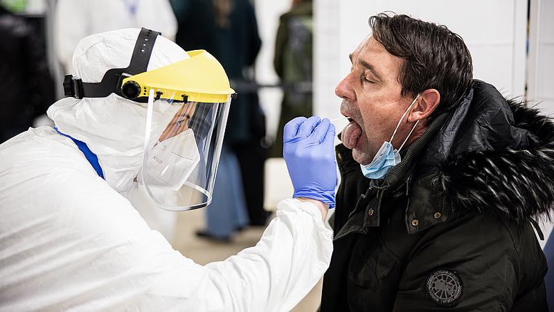 Koronavírus: nagyot csökkent az ismert aktív esetek száma Romániában