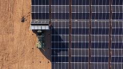 Épül a világ legnagyobb hordozható napelemfarmja