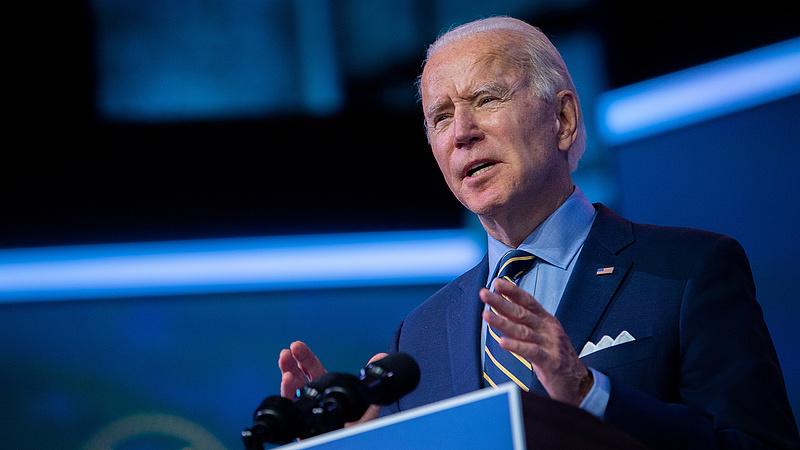 Joe Biden munkába állt, és azonnal aláírt