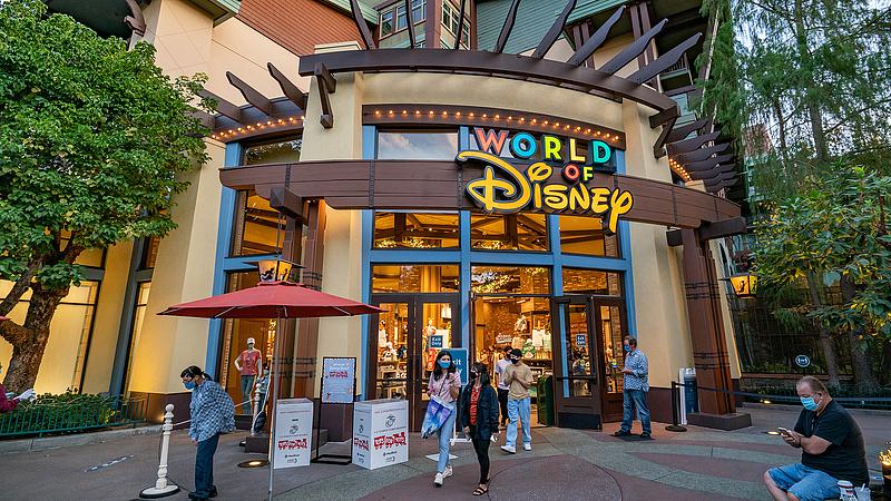 Disneylandet is beveszi a koronavírus