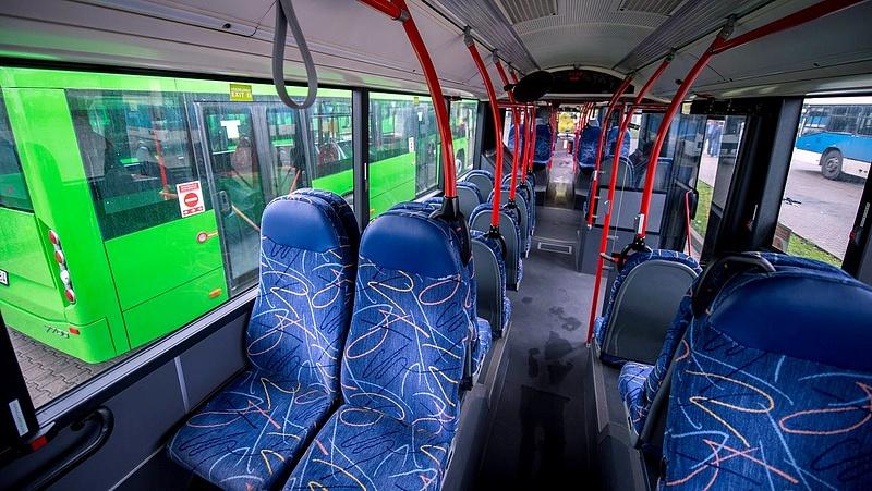 Buszok üléseivel ölnék meg a koronavírust a franciák