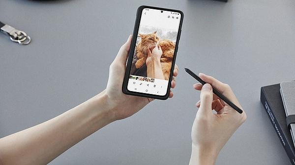 Nagy bajban a Samsung, veszélyben a csúcskategóriás mobileladások