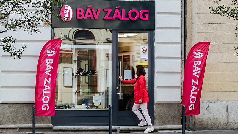 Elegük van a magyaroknak: szórni akarják a pénzt