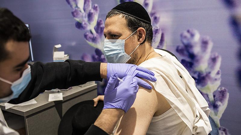 Koronavírus: Izraelben mostantól bármely felnőtt beoltathatja magát
