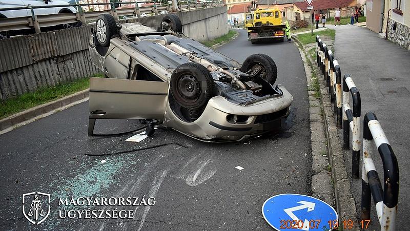 Túlélte: lezuhant az egri viaduktról egy autós