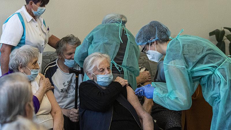 Koronavírus: 70 újabb halálos áldozata van a járványnak