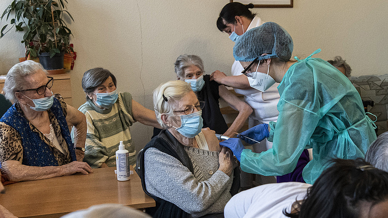 Koronavírus: 83 újabb halálos áldozata van a járványnak