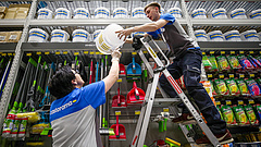 Auchan, Penny, Spar, Tesco: az alkalmazottak súlyos gondokról vallottak