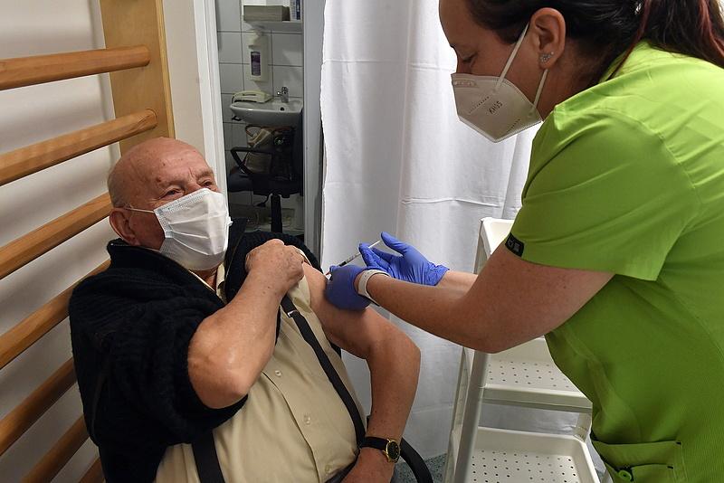 Koronavírus: itt tart most a nyugdíjasok oltása