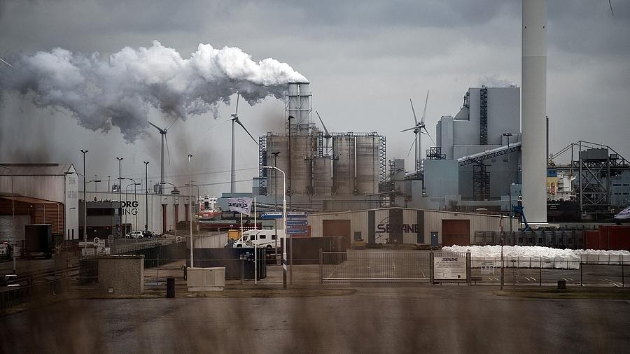 Az RWE tulajdonában lévő Eemshaven-i szénerőmű (Hollandia)