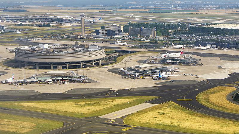 Nem lesz új terminálja a párizsi nagy reptérnek
