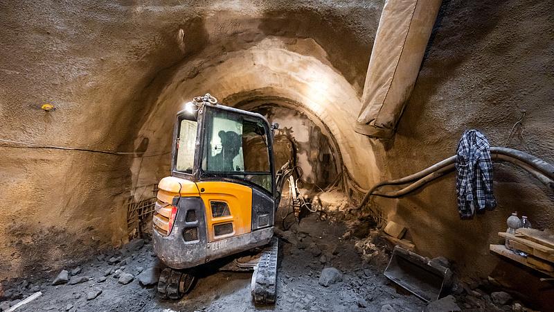 Áttöréssel érte el az M3-as metró egyetlen újonnan épülő alagútja a Deák teret (videóval)