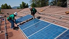 Akár százezreket is bukhatnak a napelemes, MVM-hez kerülő Elmű-Émász-ügyfelek