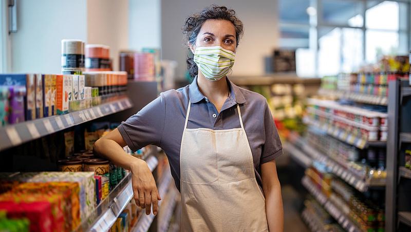 Fordulat az áruházakban és a kisebb boltokban
