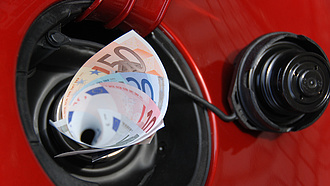 MNB: a drága benzinár miatt magas az inflációt