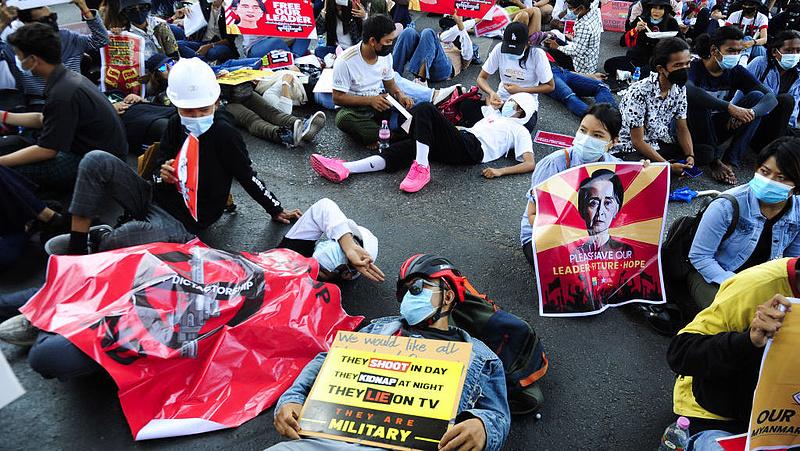 Az EU elítélte a civilek elleni erőszakot Mianmarban
