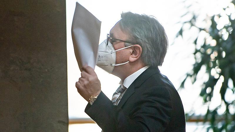 Német parlamenti alelnök ellen nyomoznak lélegeztetőgépes vesztegetés miatt
