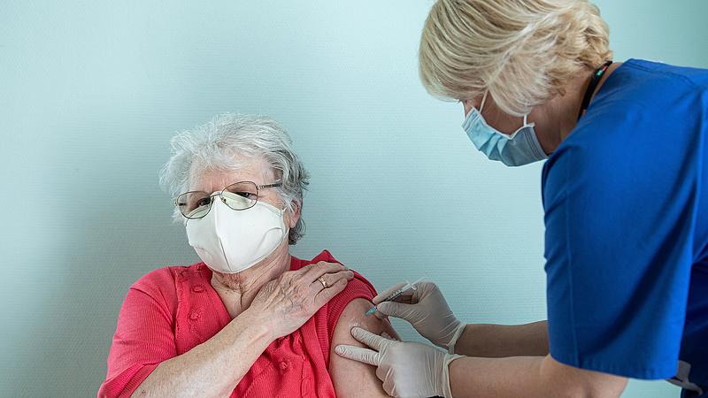 Koronavírus: meghalt 136 beteg, 4211 új esetet azonosítottak Magyarországon