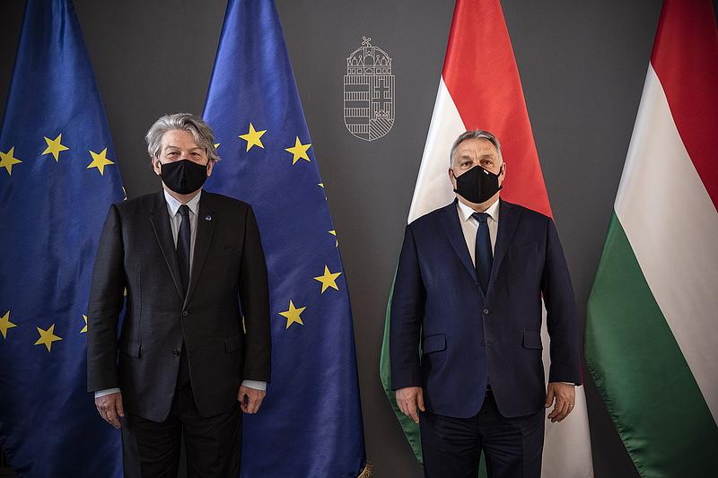 Orbán Viktor az oltóanyaggyártásról egyeztetett az illetékes uniós biztossal