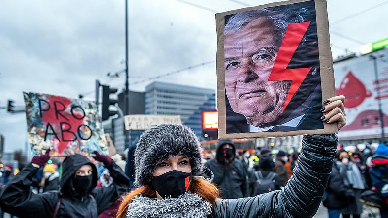 Az összeomlás szélére került a lengyel kormány