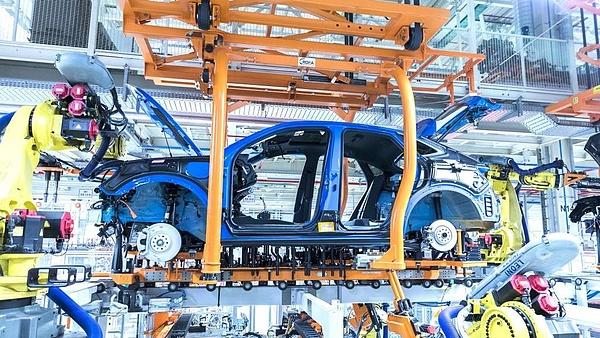 Jövőre is marad az autógyártás bénultsága Kínától Magyarországig