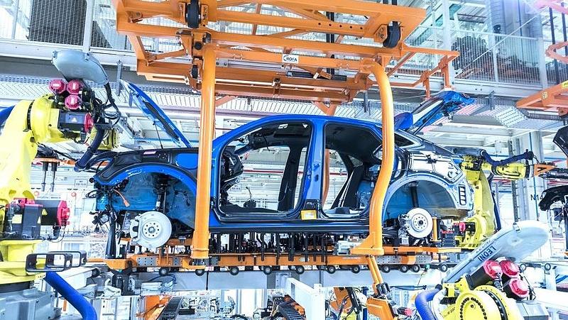 Jó sok munkát kapott a magyar ipar