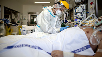 Koronavírus: ismét elhunyt 206 beteg, több mint 6 ezer az új fertőzöttek száma Magyarországon