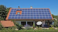 A háztáji napelemeseknek nem kell félniük a bruttó elszámolástól, de a hibrid inverter és az akkumulátor felé van a jó irány