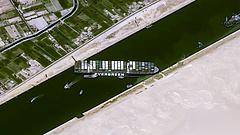 Sokmilliós kár, a végére játék lett Szuezi-csatornában fennakadt hajó