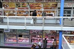Annyira sok az üres üzlethelyiség a Fény utcai piacon, hogy fillérekért keresnek bérlőt