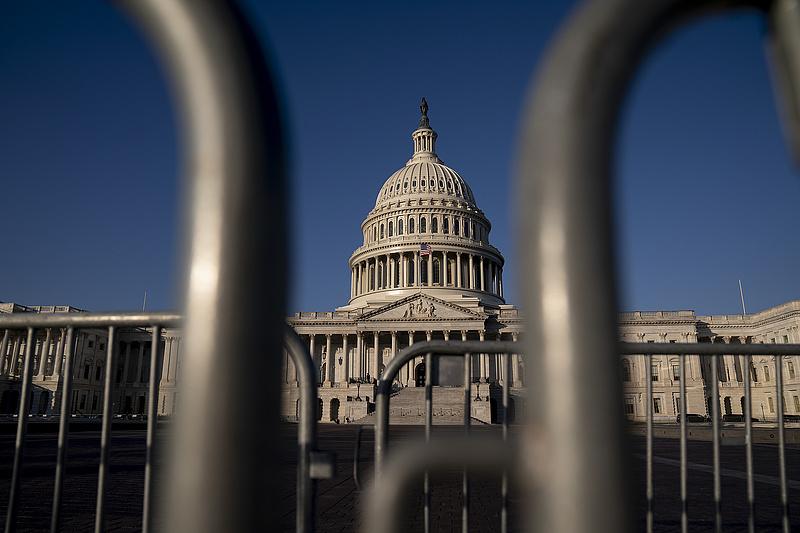 AP: autóval próbáltak meg begázolni a washingtoni Capitoliumba (frissített)
