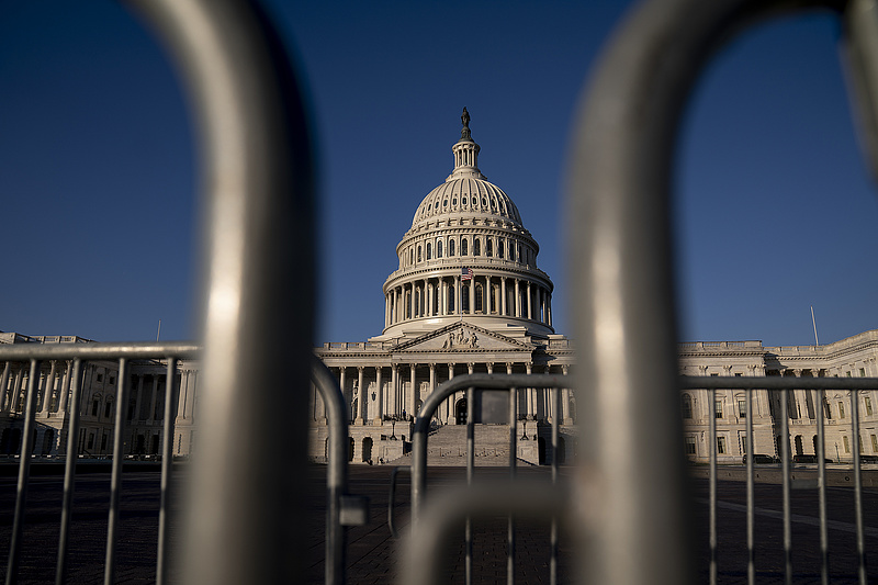 Elbontják a kerítést a Capitolium körül