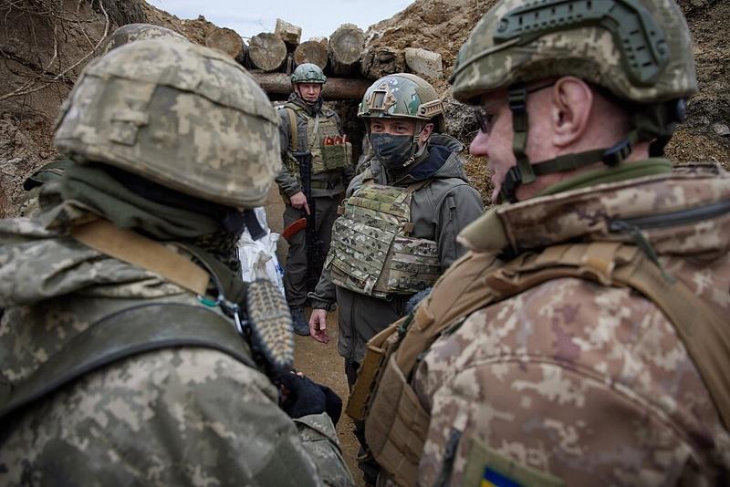 Merkel kiparancsolta Putyint az ukrán határ mellől