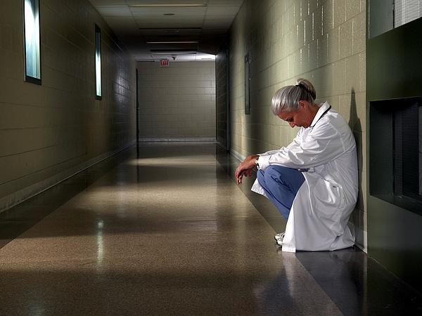 Egyre több kórházban rendelnek el látogatási tilalmat