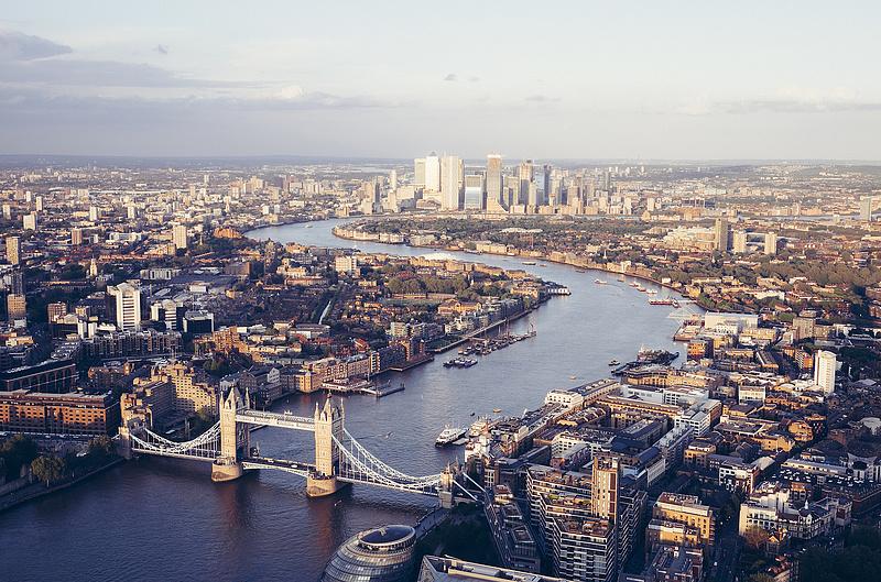 Egyre több brit dolgozik, de messze még a járvány előtti szint
