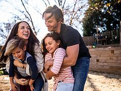Új szja-kedvezmény: akár 1,6 milliót is visszakaphatnak a szülők