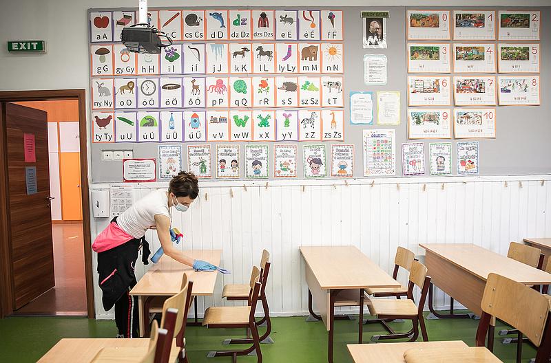 Koronavírus: jönnek az iskolai oltási kampányok