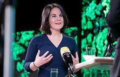 Merkel pártja újra az élen, botrány a német Zöldeknél