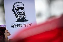 Bűnösnek mondták ki a George Floydot meggyilkoló rendőrt