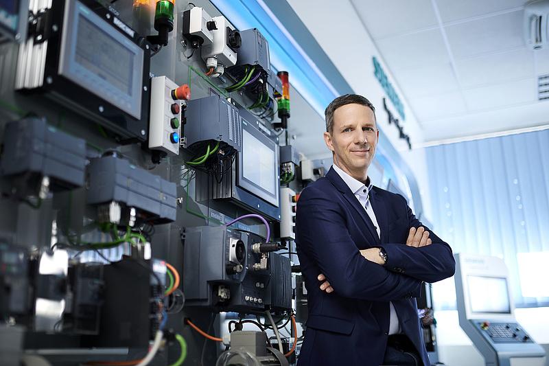 Vezetőváltás a hazai Siemensnél