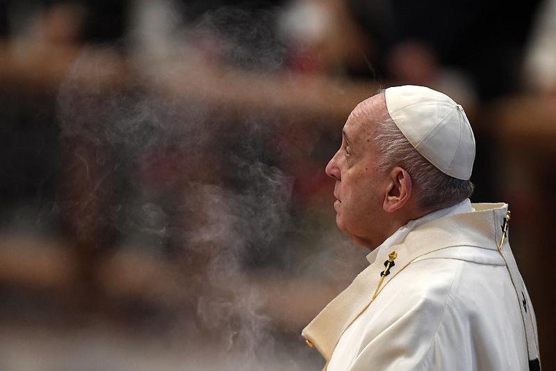 Megműtik Ferenc pápát