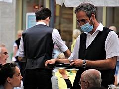 Kevesebb mint 200-an lélegeztetőn, 48 újabb áldozat