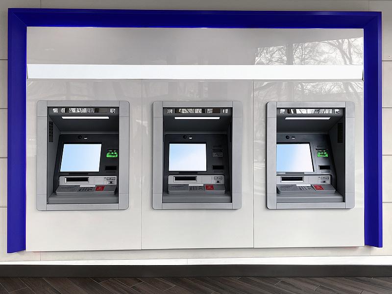 ATM-eket robbantottak fel a szomszédban