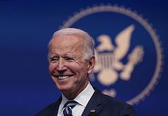 Joe Bidennel elégedett az amerikaiak többsége