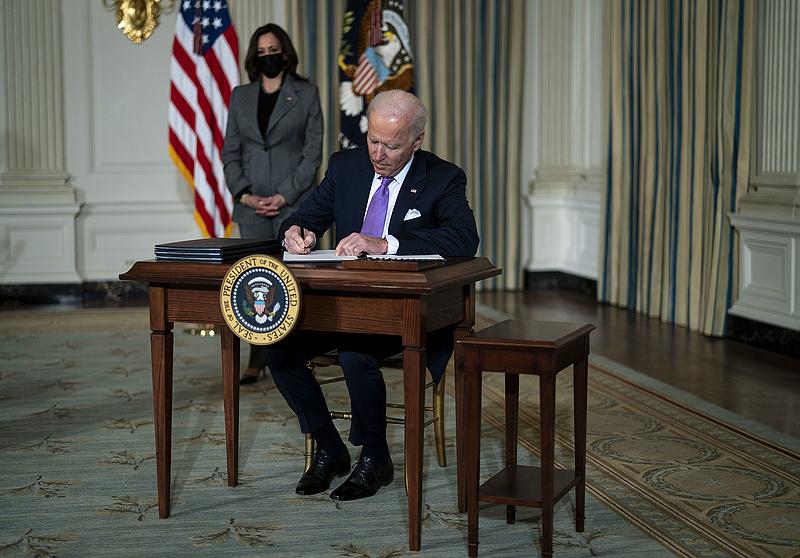 Történelmi minimálbér-emelésről döntött Joe Biden